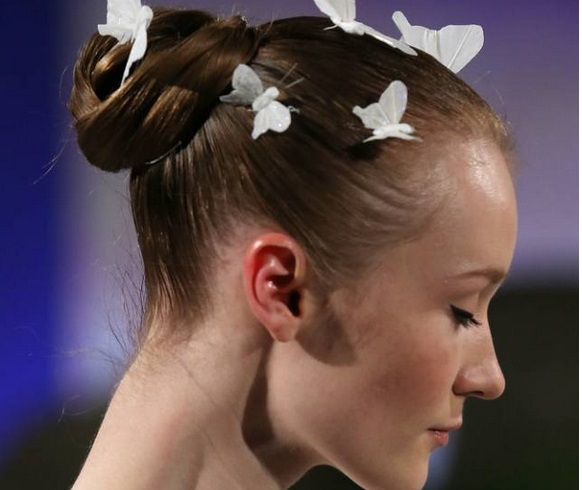 Coafură cu fluturi în păr