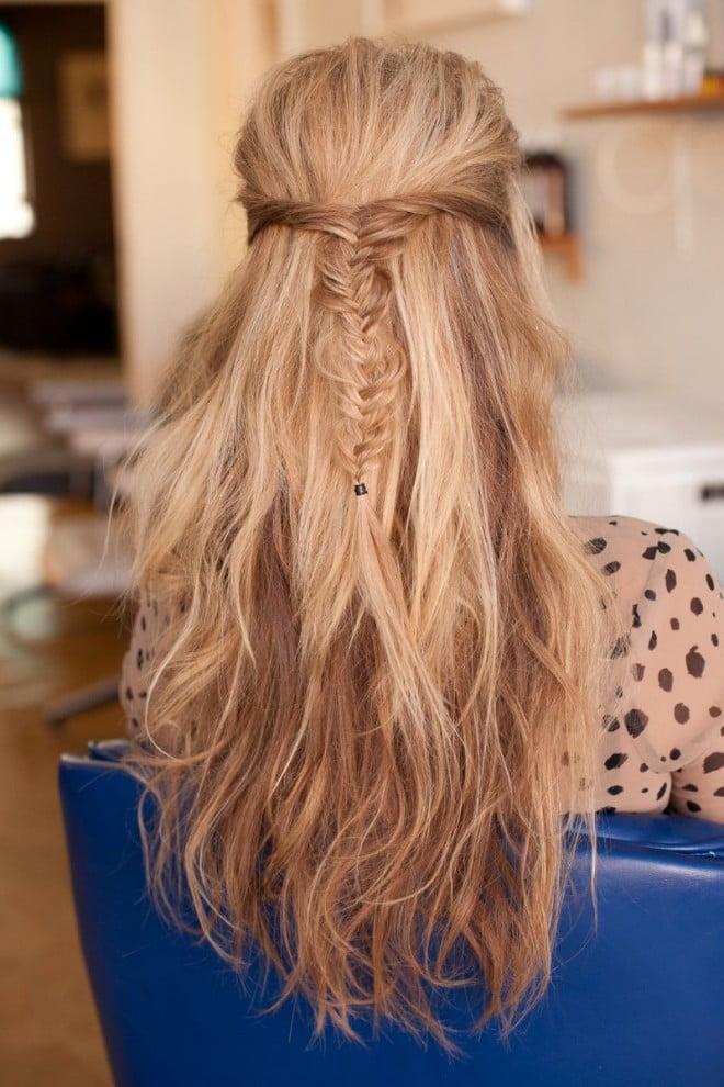 Coafură deosebită cu șuvitele de păr răsucite și împletite, Foto: hairaddiction.collectivepress.com