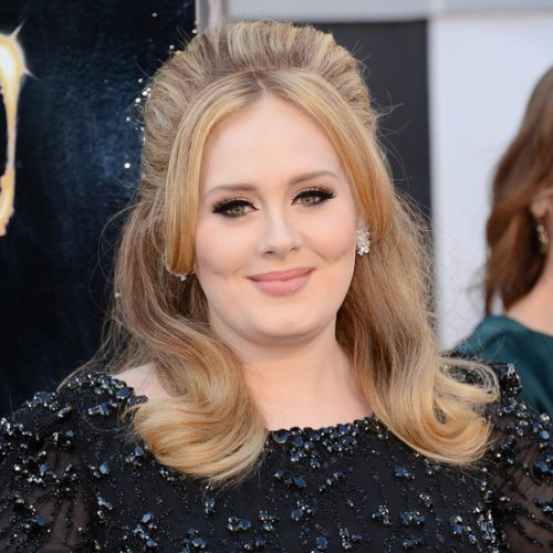 Coafură deosebită la Adele, Foto: gorditas.vestidosmania.com
