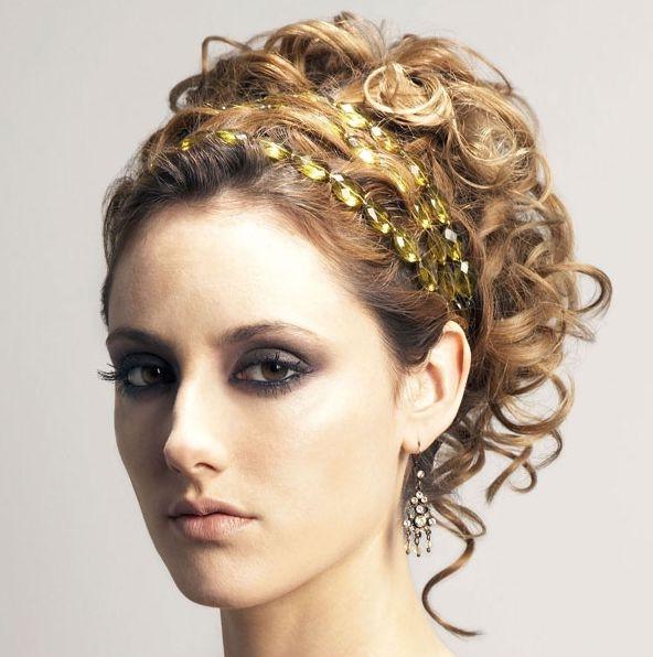 Coafură elegantă cu accesoriu strălucitor în păr, Foto: thebestfashionblog.com