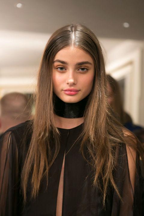 Coafură elegantă cu aspect umed, Foto: salonpinkhair.com