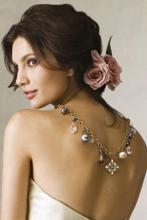 Coafură elegantă cu floare în păr, Foto: hairstylelover.com