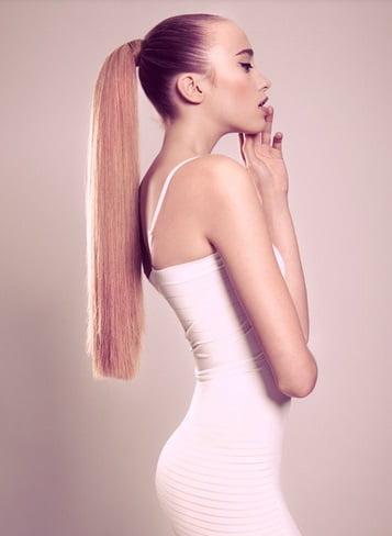 Coafură elegantă cu părul prins în coadă de cal, Foto: sofeminine.co.uk