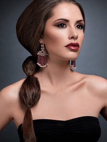 Coafură elegantă modernă cu părul prins în coadă, Foto: sofeminine.co.uk