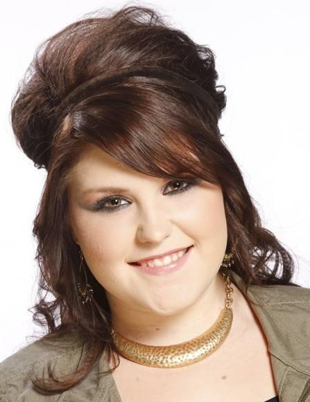 Coafură elegantă pentru femei care au câteva kg în plus, Foto: fryzury-katalog.pl