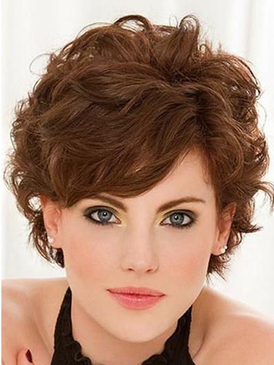 Coafură elegantă pentru păr ondulat, Foto: thewowfashion.com