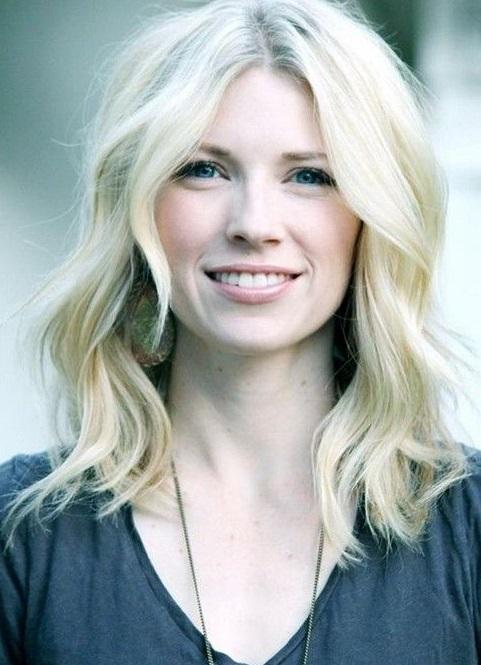Coafură frumoasă pentru păr de lungime medie , Foto: hairstyleshollywood.com