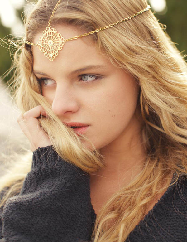 Coafură gypsy cu lănțișor, Foto: hair.allwomenstalk.com