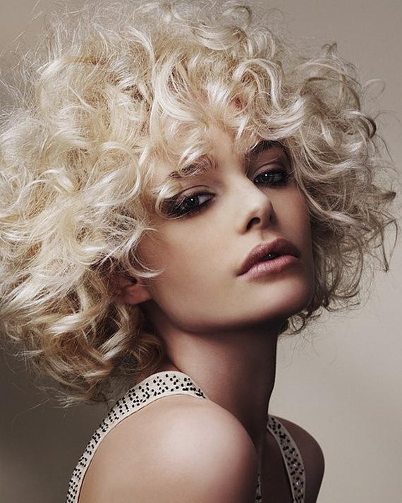 Coafură pentru păr creț, Foto: rebeccaschembri.files.wordpress.com