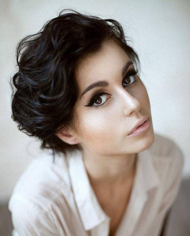 Coafură pentru păr ondulat, Foto: thewowfashion.com
