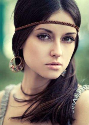 Coafură tinerească în stil hippie, Foto: imax.kapous-kuban.ru