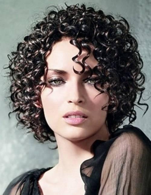 Coafură trendy pentru păr creț, Foto: orhaniye.org
