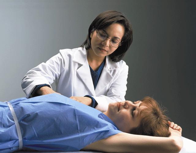 Examenul clinic pentru depistarea cancerului de sân, Foto: suggestkeyword.com