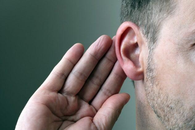 Gestul de atingere a urechii, Foto: listverse.com