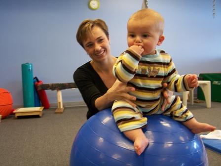 Gimnastica terapeutică pentru copii mici, Foto: ntstherapy.com