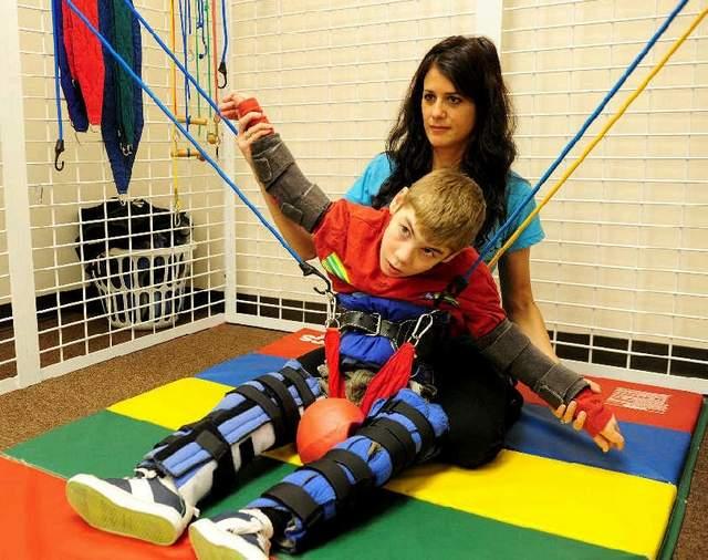 Gimnastica terapeutică în tratamentul sechelelor după îmbolnăvirile sistemului nervos, la pacienți cu paralizii spastice, Foto: abclawcenters.com