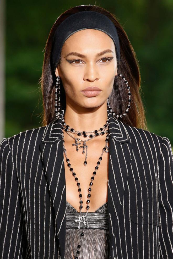 Machiaj Givenchy, bijuterii și coafură în tendințele modei, Foto: hellyeahblackmodels.tumblr.com