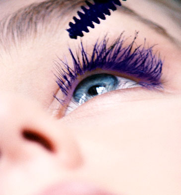 Machiaj cu rimel violet pentru ochi albaștri, Foto: bridalaccessoriez.blogspot.ro