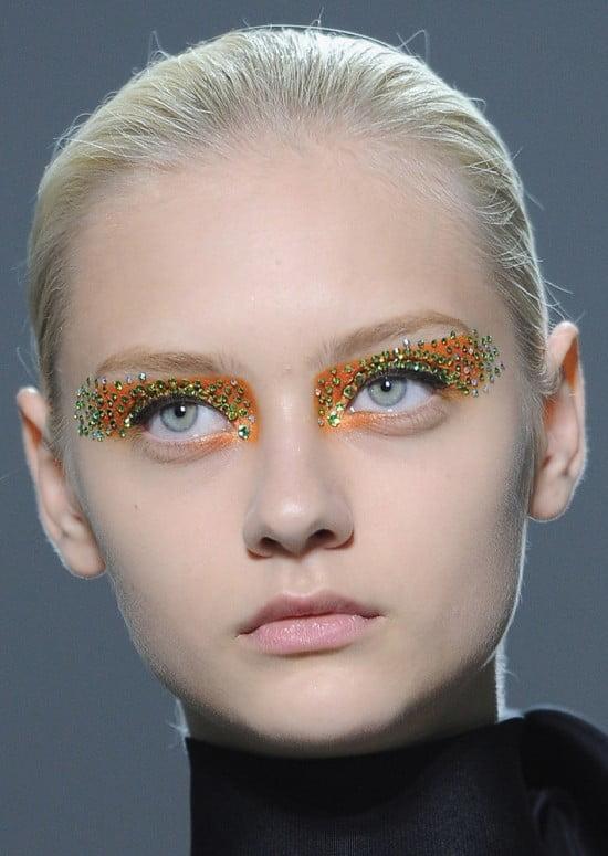 Machiaj pentru ochi cu cristale Swarovski aplicate pe pleoape, Foto: itwoman.com.ua