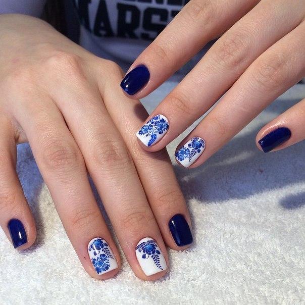 Manichiură cu model albastru, Foto: fachioncorner.blogspot.com