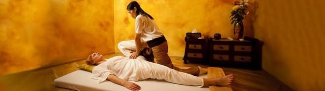 Masaj thailandez, tehnica de aplicare, Foto: prague-thai-massage.com