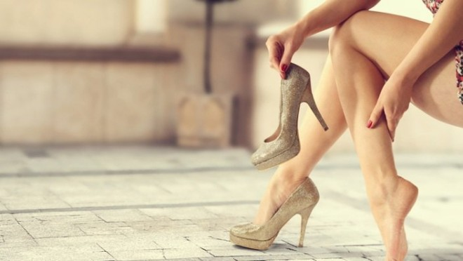 Mersul pe tocuri înalte provoacă dureri de picioare, Foto: makeupandbeauty.com