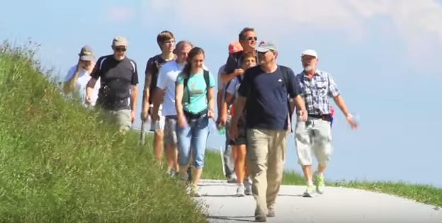Mișcarea, drumețiile, plimbările în aer curat mențin sănătatea
