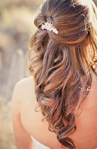Mod romantic de aranjare a părului, Foto: pophaircuts.com