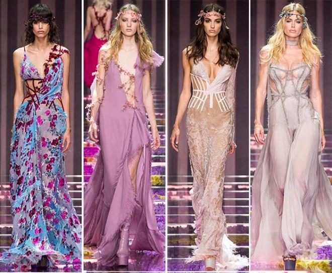 Moda Atelier Versace, rochii în nuanțe pastelate, liliachii, cu imprimeuri florale, Foto: fashionisers.com