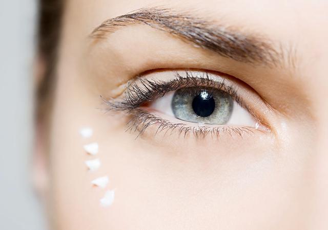 Majoritatea oamenilor clipesc de aproximativ 25 de ori pe minut, Foto: toutiao.com