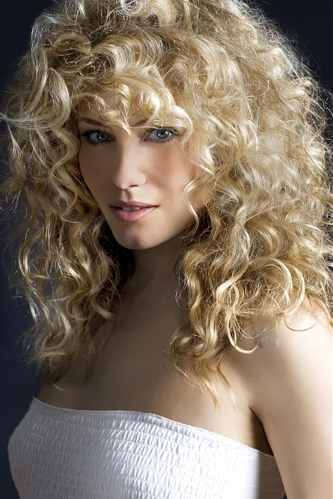 Păr creț și mătăsos, Foto: allbesthairstyles.com