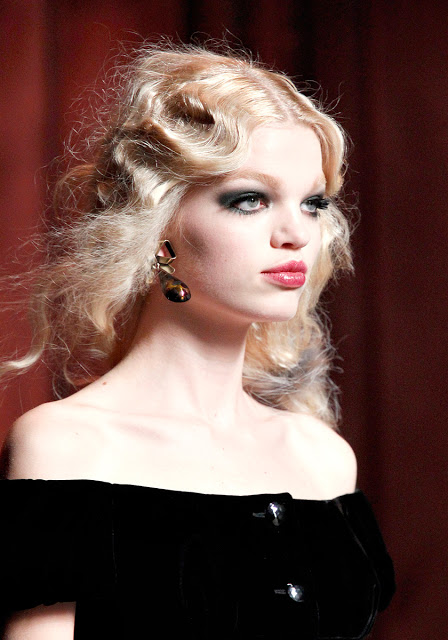 Păr lung coafat în valuri Christian Dior, Foto: ffffound.com