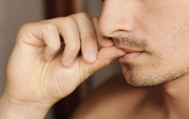 Persoană care își roade unghiile de nervi, Foto: health.unian.ua