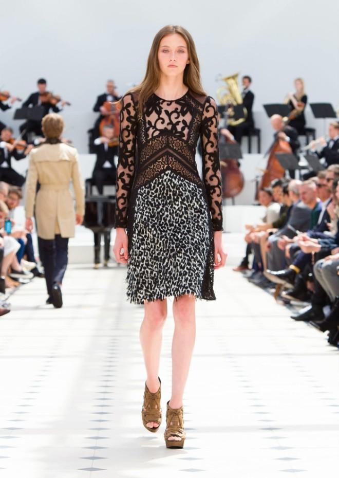 Rochie Burberry, Foto: fashiongonerogue.com