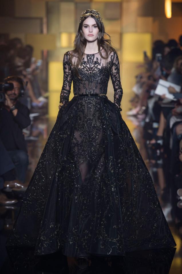 Rochie din dantelă neagră, colecția Elie Saab, Foto: thefashionmannequinblog.wordpress.com
