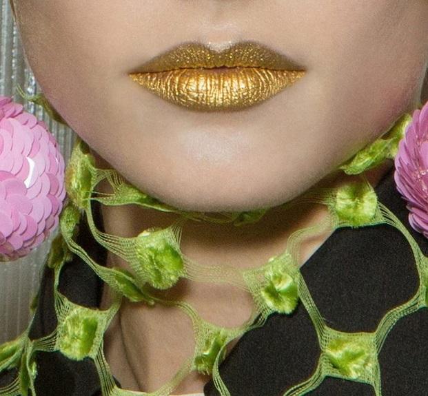 Ruj de buze strălucitor auriu, Foto: vogue.de