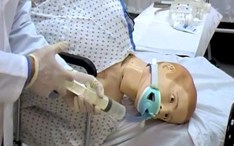 Tehnica medicală - spălaturi gastrice pe manechin în caz de intoxicații