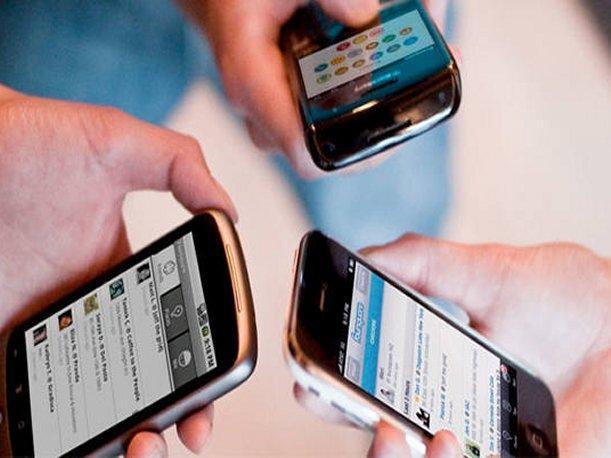 Tinerii sunt dependenți de telefon, Foto: peru.com