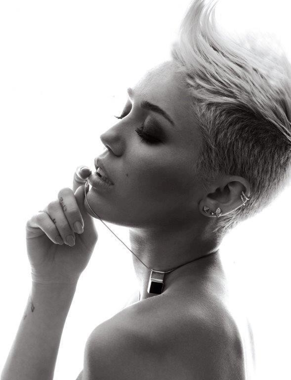 Tunsoare la Miley Cyrus, Foto: forum.santabanta.com