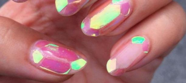 Unghii de sticlă în culori deschise, Foto: flordecarambola.com