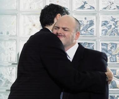 Îmbățișarea șefului poate fi un gest exagerat, Foto: terrynwilliams.files.wordpress.com