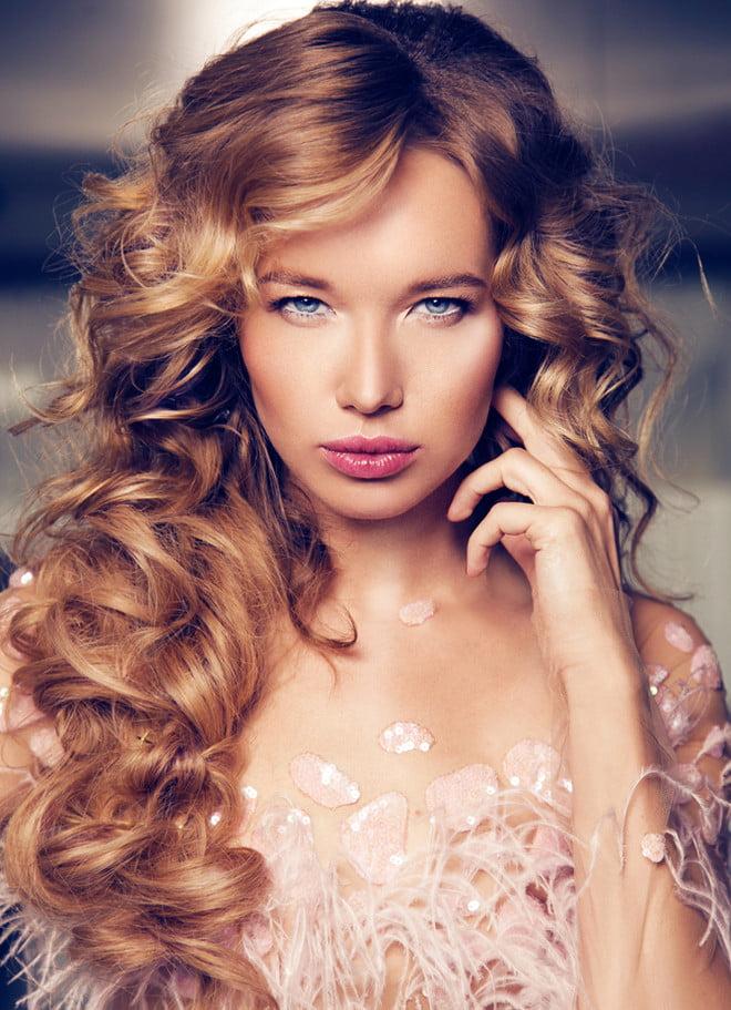 Coafură pentru păr lung ondulat, Foto: tatler.ru