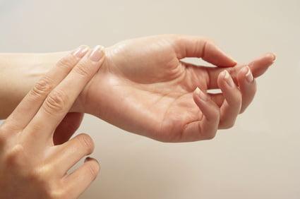 Mod de a lua pulsul la încheietura mâinii, Foto: notionmotion.net