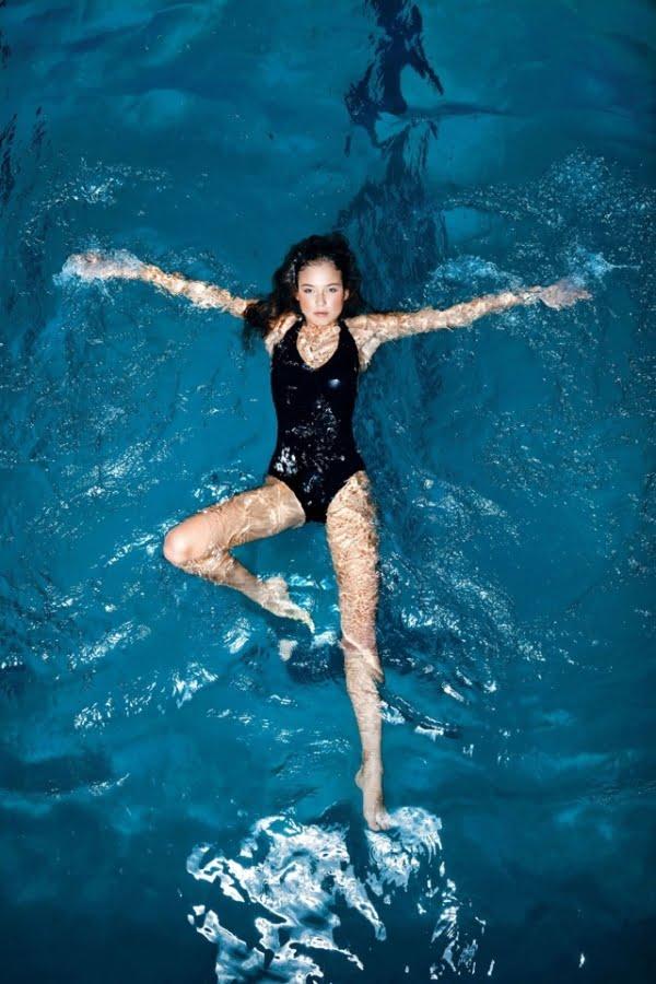 Înotul, un sport eficient pentru creșterea flexibilității coloanei vertebrale, Foto: allwomenstalk.com