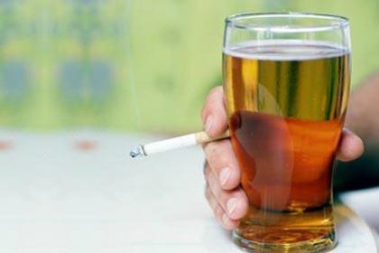 Alcoolul și nicotina sunt factori de risc pentru funcția erectilă, Foto: aksam.com.tr