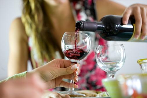 Alcoolul stimulează pofta de mâncare?, Foto: mamamia.com.au
