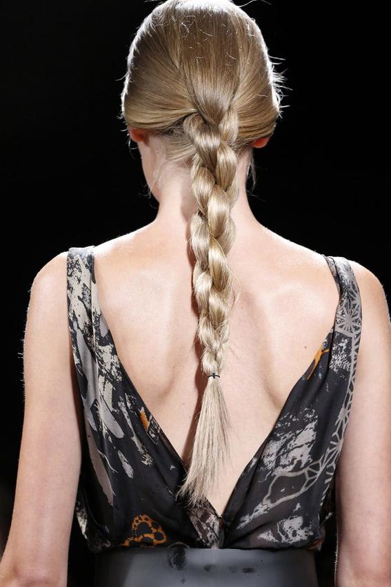 Coafură cu împletitură dublă la Donna Karan, Foto: hola.com