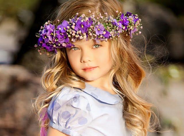 Coafură cu coroniță din flori, Foto: designmag.fr