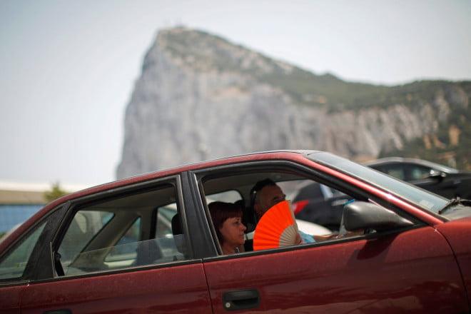 Curentul produs prin deschiderea gemurilor de la mașină ne afectează ochii și ne poate produce și alte simptome nedorite, Foto: publico.pt