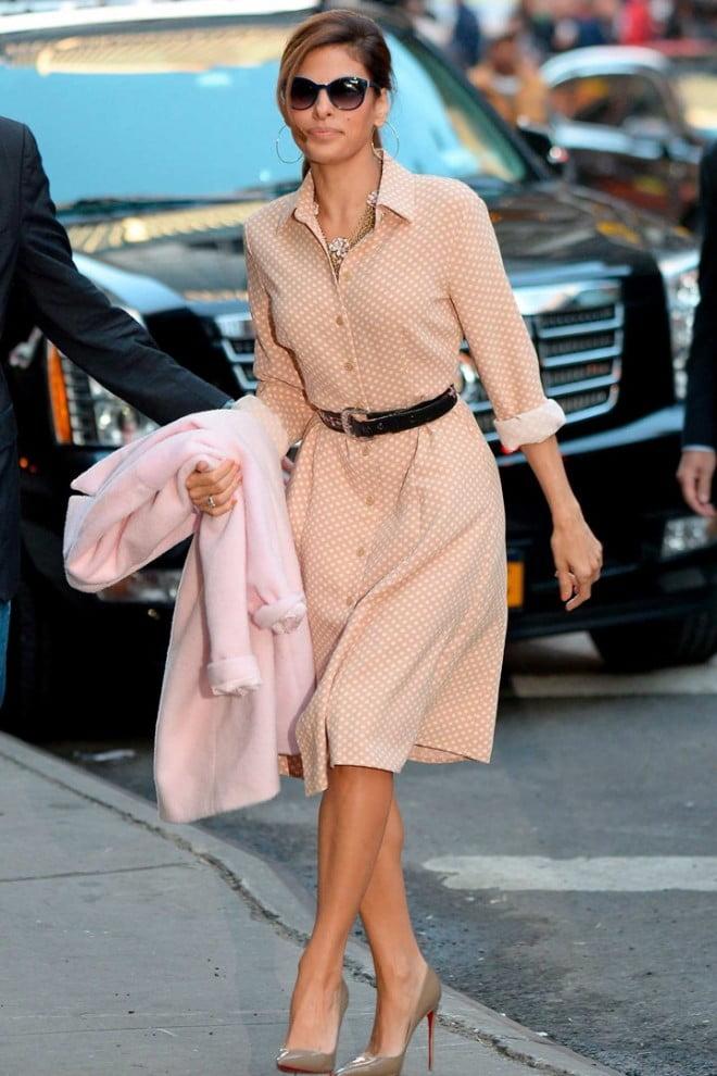Rochie în nuanță de bej-piersică, Foto: imgarcade.com